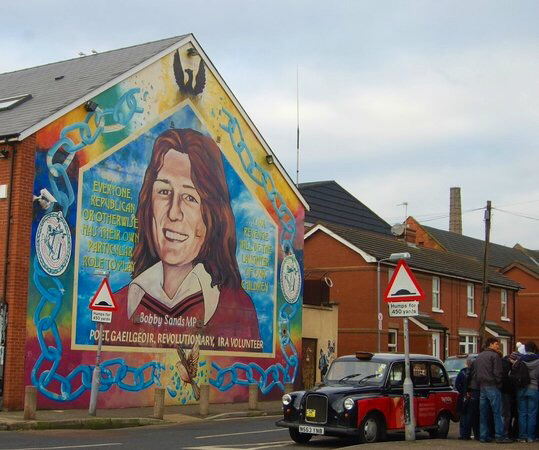 Black taxi tours belfast for Belfast mural tours